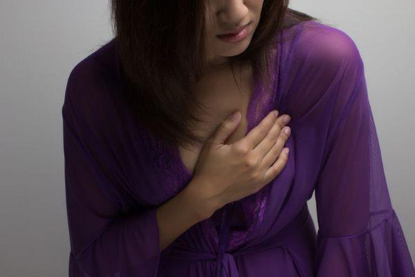 bol u grudima pri udisaju