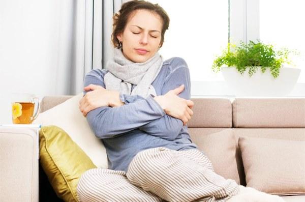 groznica bez temperature simptomi